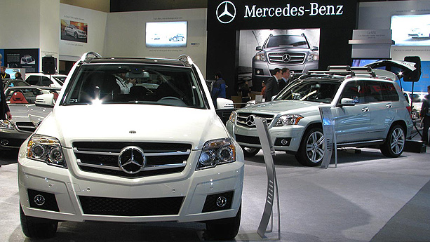 Mercedes benz glk 350 auto show by auto trader for Mercedes benz glk 2009 used
