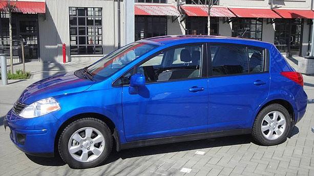 2011 Nissan Versa 1.8 SL hatchback