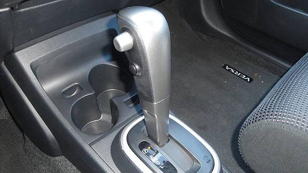 2011 nissan versa 1 8 sl hatchback